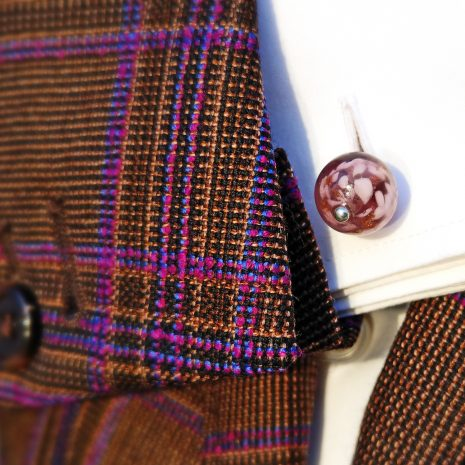 Boutons de manchette en verre de Murano, soufflé au chalumeau, couleur améthyste.
